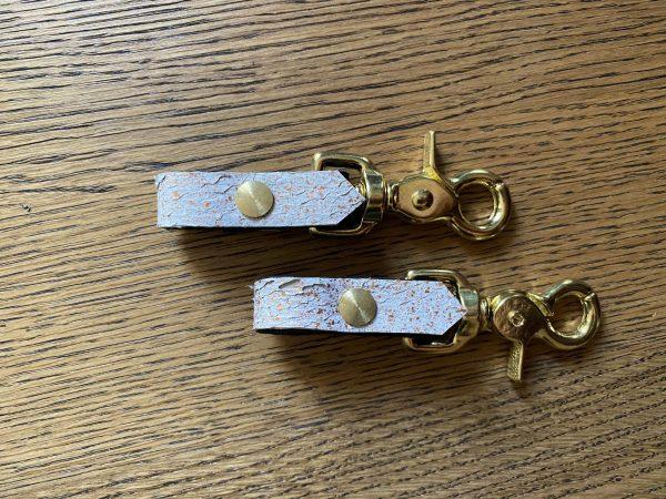 MELASÓL Steigbügelhalter einfach mit Fischleder weiß/gold